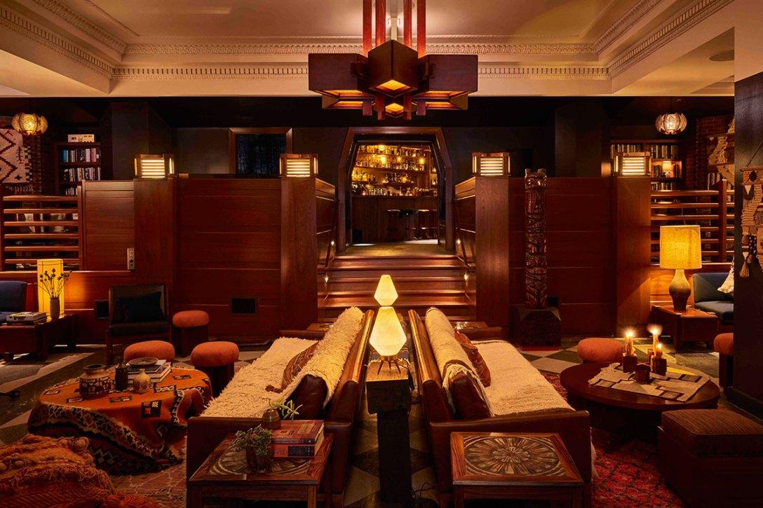 lobby-new-freehand-hostel-hotel-roman-williams-living-room.jpg
