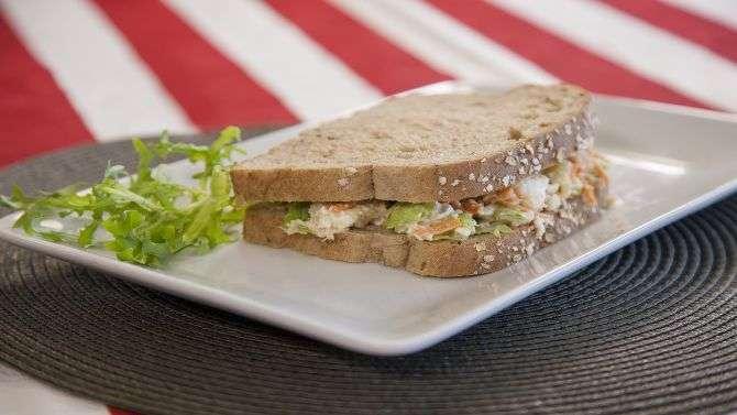 Receita de sanduíche natural de frango com abacaxi