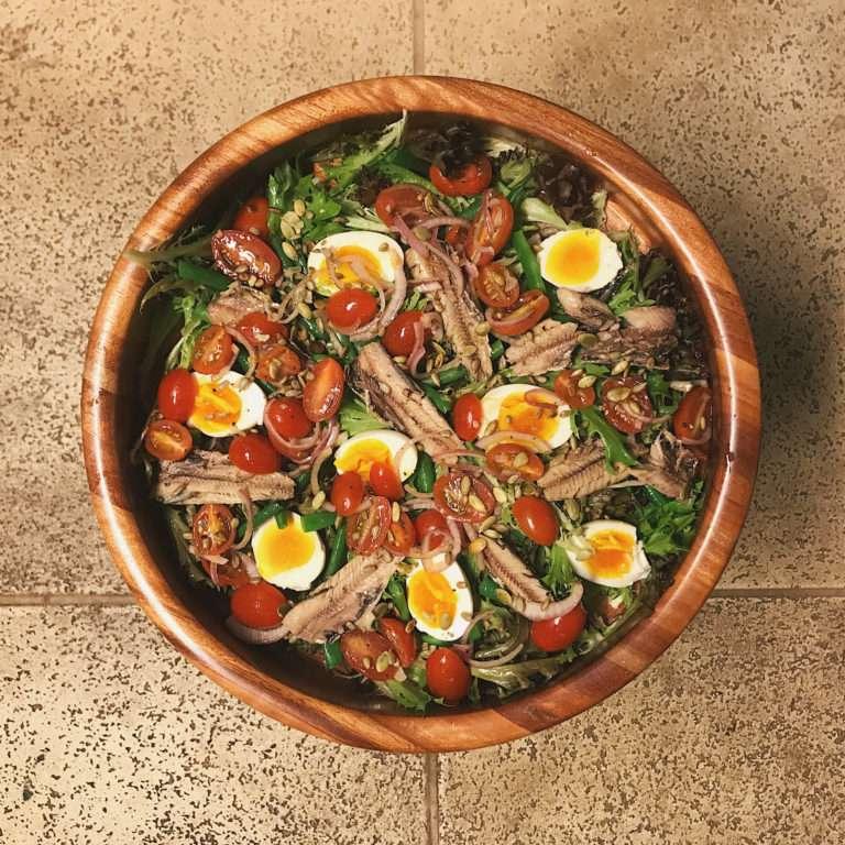 Almoço Rápido de Salada de Sardinha e ovos