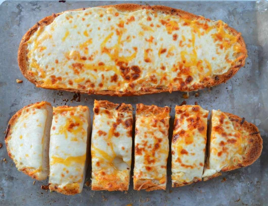 Receita de Pão francês com alho e queijo Colts