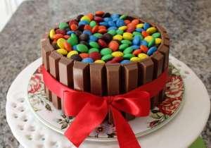 Receita de bolo Kit Kat com pão-de-ló de chocolate