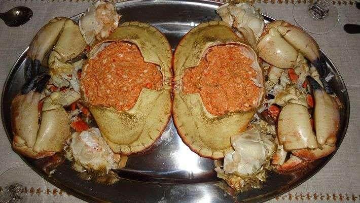Caranguejo Sapateira Recheado com Ovos Cozidos e Farinha de Rosca