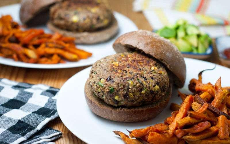 Receita de Hambúrguer light vegetariano de feijão preto
