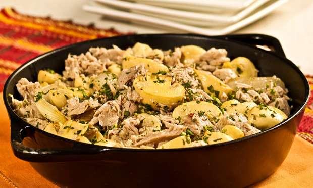 Receita de Salteado prático de cogumelo com atum e coentro