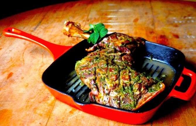 Receita de paleta de cordeiro com molho de hortelã