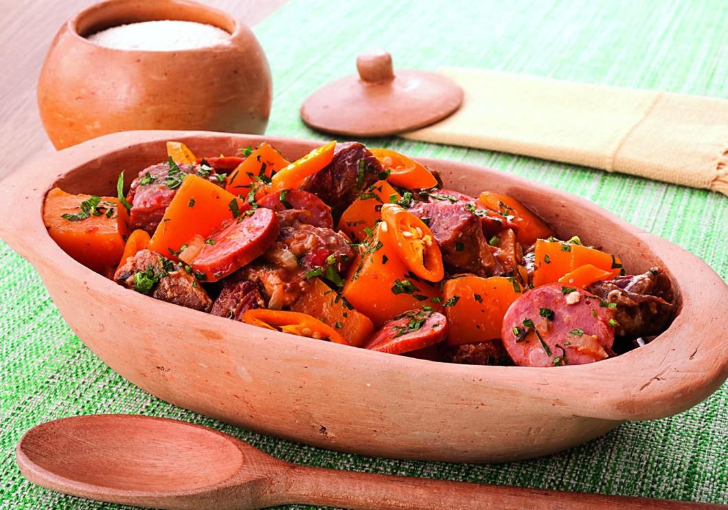 Receita de Cubos de carne Seca com linguiça e abóbora