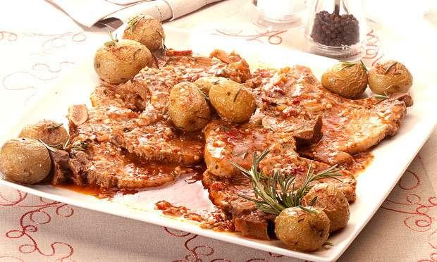 Receita de Bisteca de porco com molho de vinho e batata na pressão