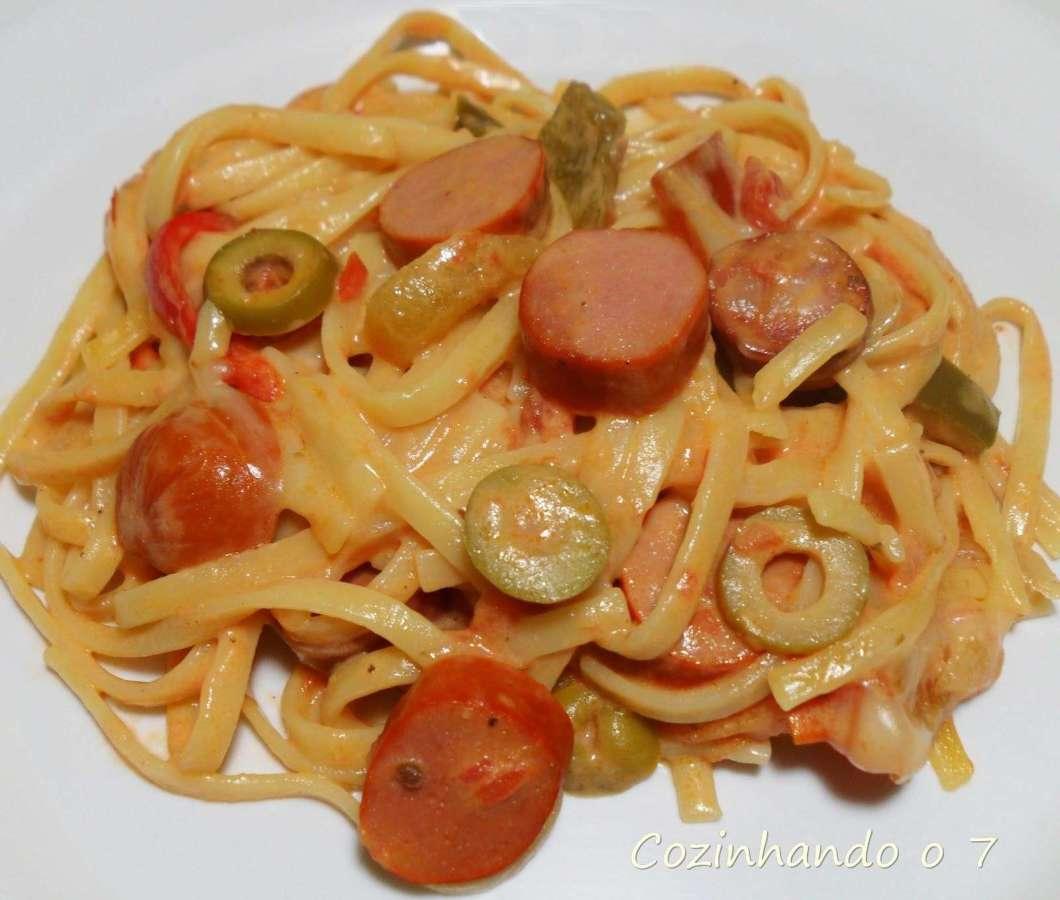 Receita de Macarrão com Salsicha e queijo