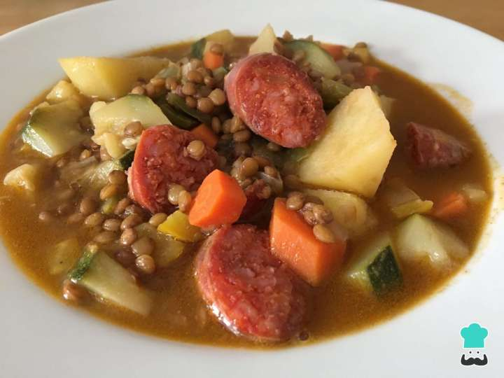 Receita de Sopa de lentilha com linguiça calabresa Fácil
