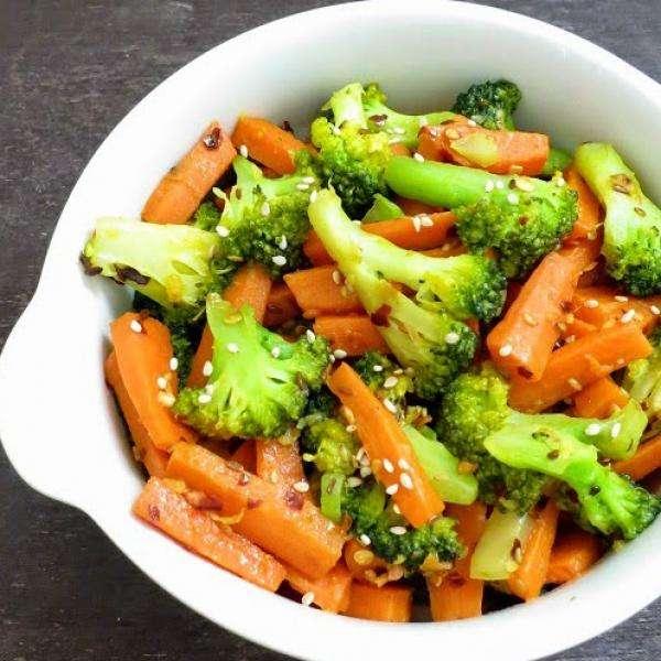 Receita de Salada de brócolis e cenoura Low carb