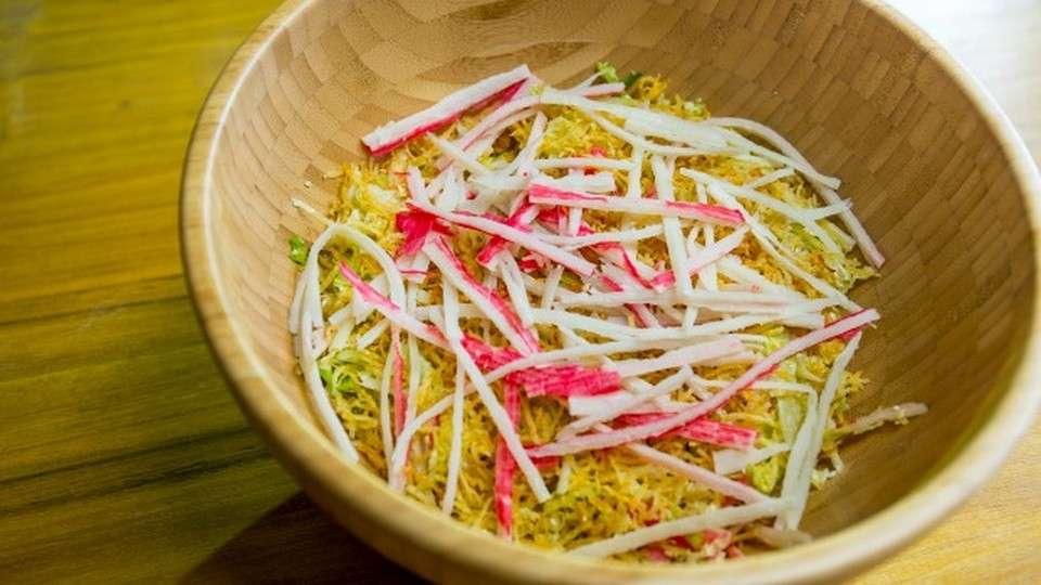 Receita de Salada de Kani com Molho de Azeite e Limão