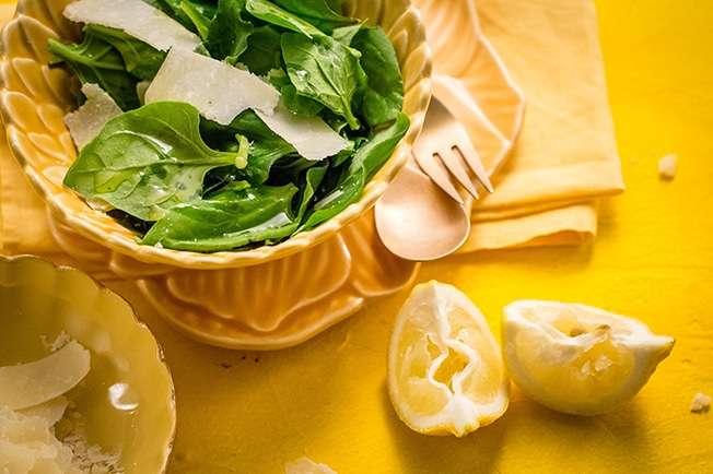 Receita de Salada de espinafre com parmesão Low Carb