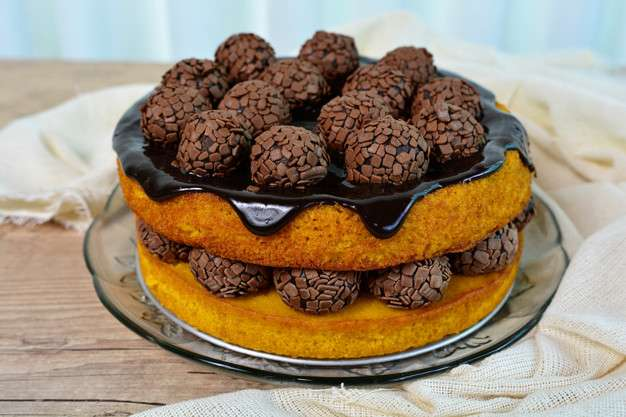 Receita de Bolo de cenoura com calda de chocolate crocante