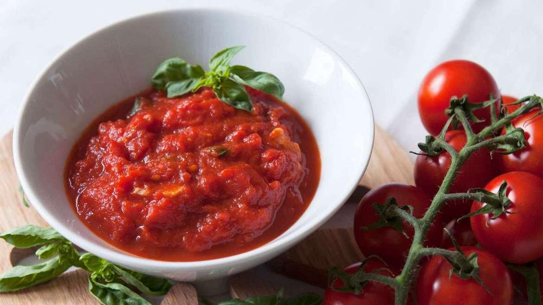 Receita de molho de tomate caseiro light com manjericão