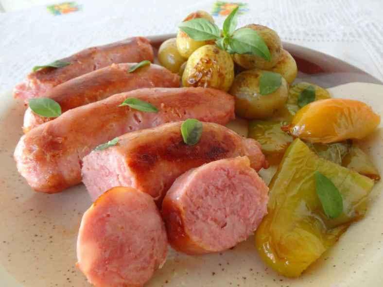 Receita de Linguiça no Forno com Batatas Couradas