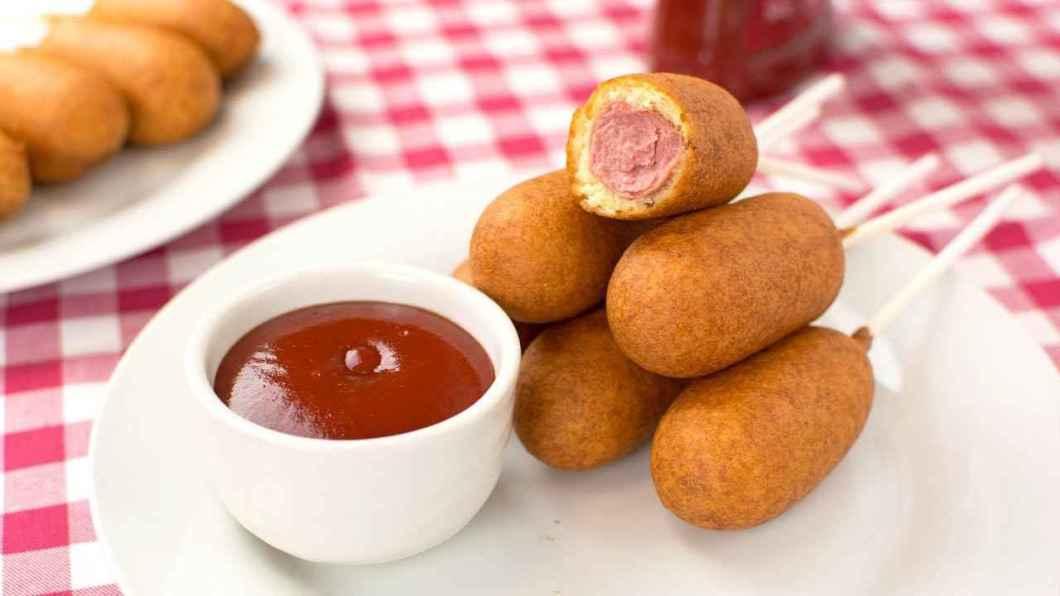 Receita de Salsicha Empanada - Corn Dogs