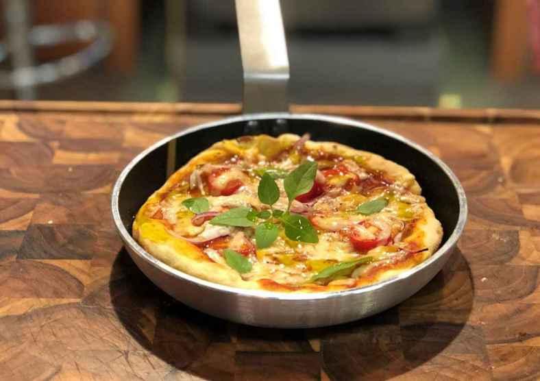 Receita de Pizza de Frigideira com Tomates Pelados