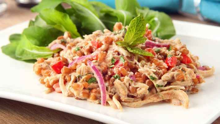 Receita de Salada de Frango com Trigo e Especiarias