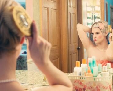 Proč se ženy vidí v zrcadle ošklivější?
