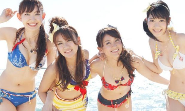 Kojima Haruna, Takahashi Minami, Oshima Yuko y Kashiwagi Yuki en una de las portadas del single
