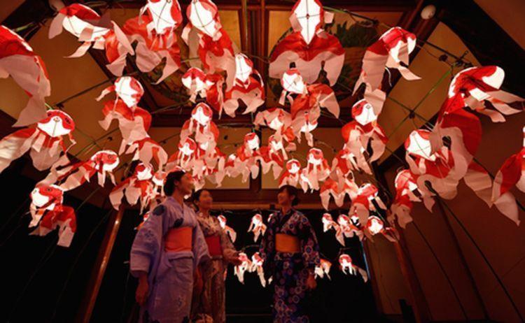 Las linternas en forma de pez de colores.©timeout