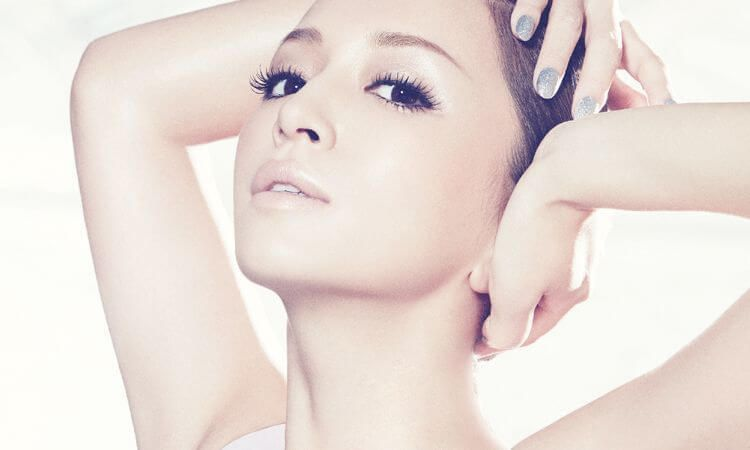 Ayumi Hamasaki promocionando su 15º album, Colours