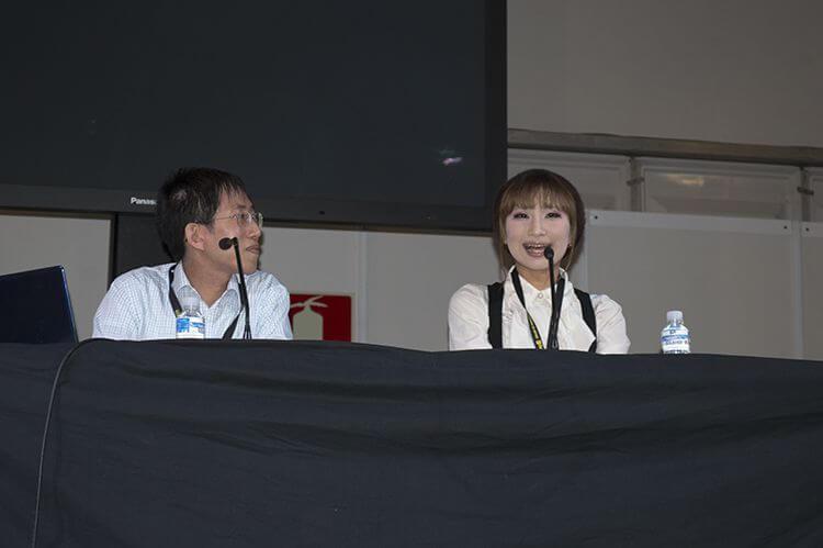 En la charla que ofreció, Yui comentó que fue hikkikomori y que gracias al cosplay consiguió abrirse al mundo.