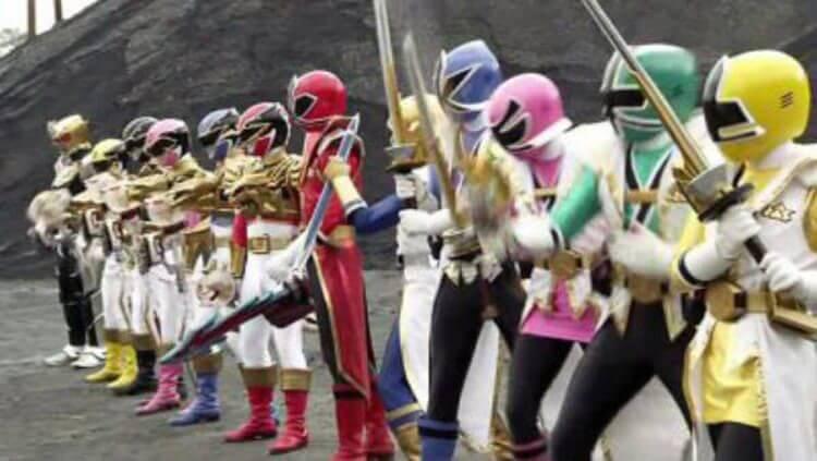 Shinkengers y Goseigers luchan unidos en sus formas finales en la pelicula Crossover.