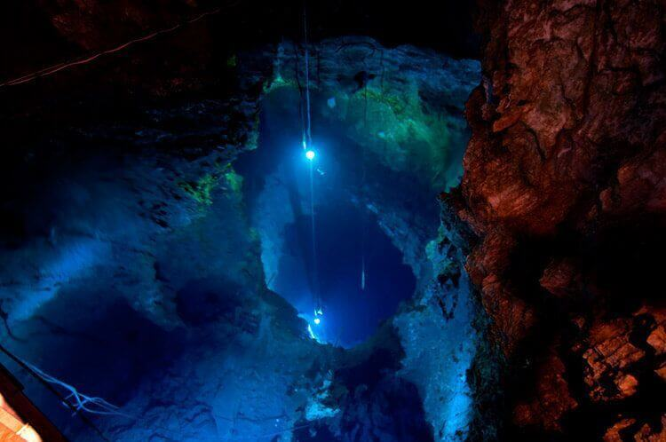 Ryūsendō, cueva de estalactitas de Iwaizumi en Iwate.