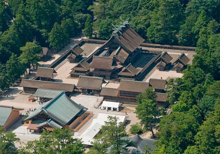 Se ve bien el tejado del santuario.