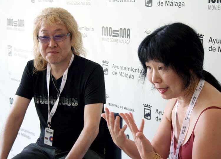 Kenji Kawai junto a su intérprete, Kayoko Morimoto, también música de profesión.