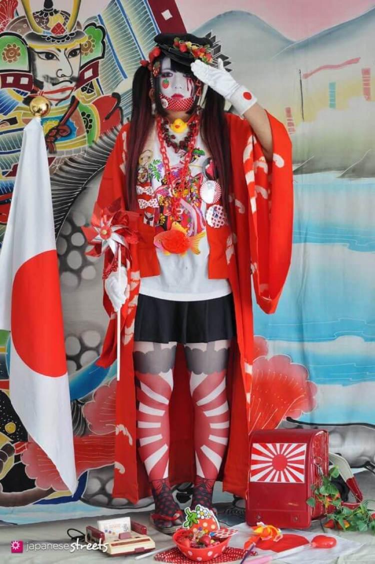 Shioka llevando el estilo shironuri al estilo Japan retro.