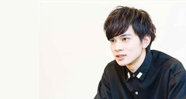 Imagen de una entrevista de Takumi Kitamura