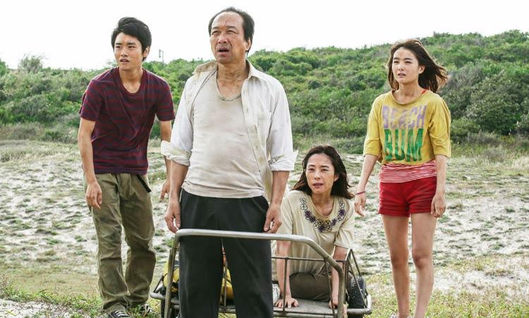 Fotograma de la película de Suvirval Family de Shinobu Yaguchi.