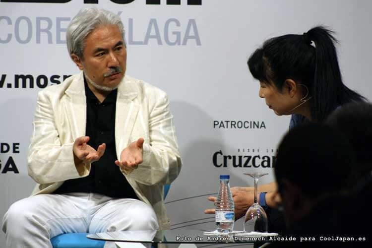 Tarō Iwashiro junto a Kayoko Morimoto durante el encuentro del compositor con los fans en el Teatro Cervantes de Málaga.