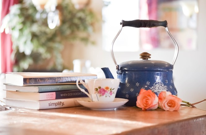 A nice teapot and teacup for brewing healthy tea and relaxing