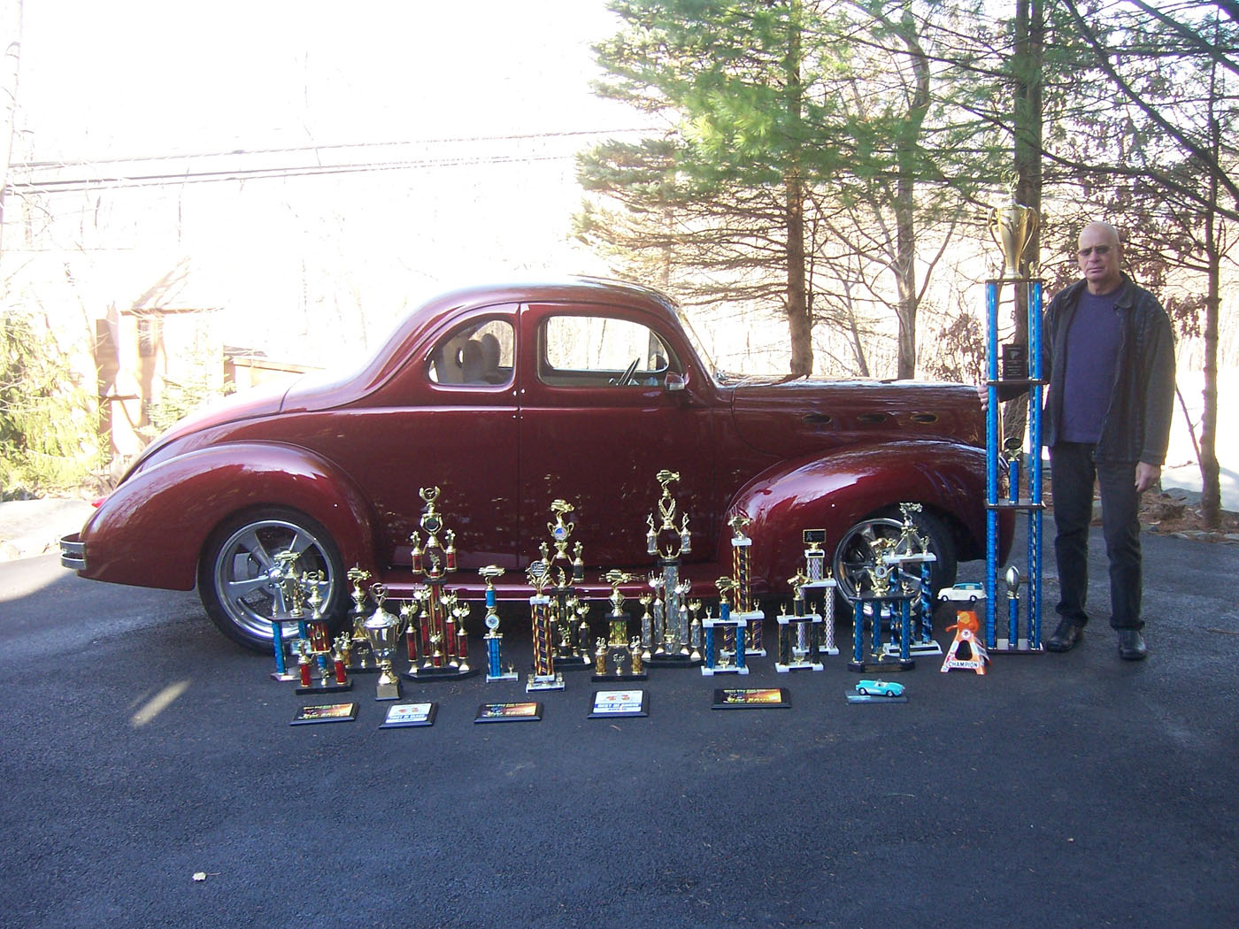1940 Ford Deluxe couple - Cool-View