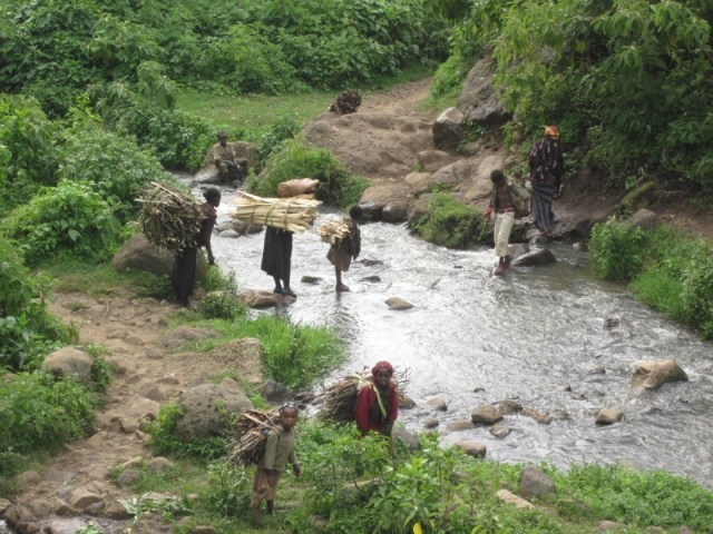 Dia de la treballadora al món: homes, dones, nens i nenes - Día de la trabajadora en el mundo: hombres, mujeres, niños y niñas africa alegria gambo etiopia gambo