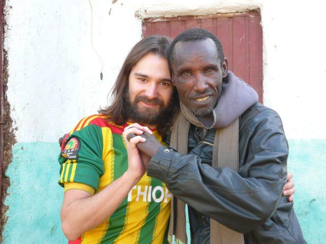 Gambo: El pueblo de la alegría, abrazando las personas con lepra africa alegria gambo dr alegria etiopia gambo