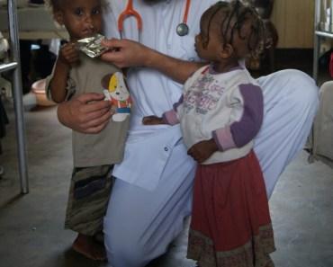 Erradicar la pobreza : Amar más y amarnos menos