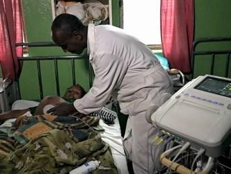 Enseñando a ayudar a los bebés a respirar africa