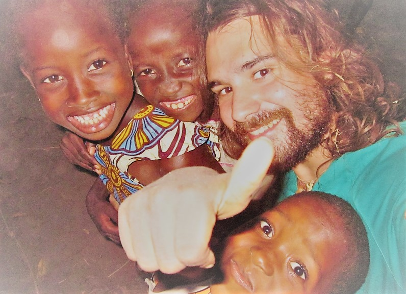 Hagas lo que hagas, que sea con pasión y Alegría africa alegria gambo alegria sin fronteras dr alegria