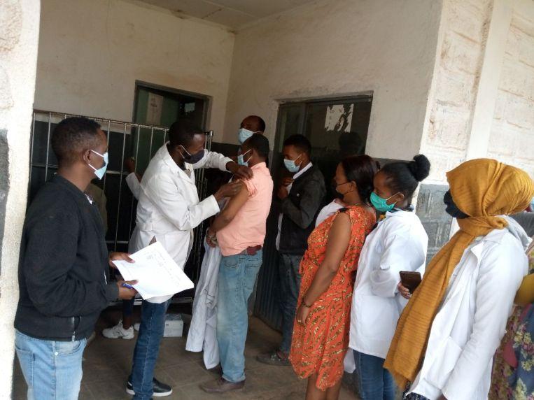 El Hospital y los Centros de Salud de Gambo en West Arsi inician la vacunación contra COVID19 actualidad Vacuna Covid19