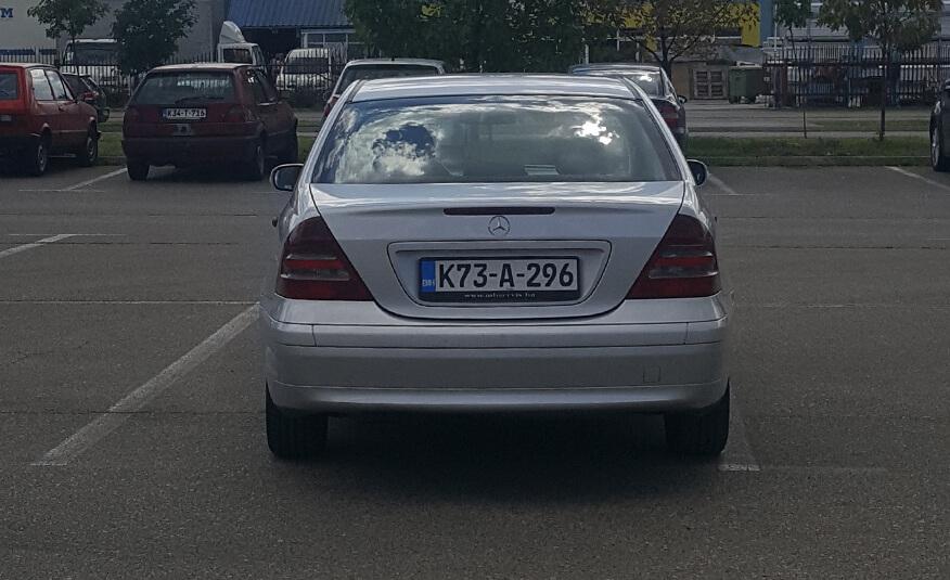 http://Mercedes%20C220%20(2001)%20peta%20slika