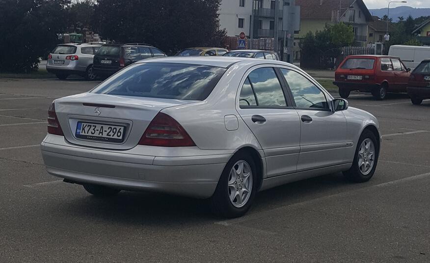 http://Mercedes%20C220%20(2001)%20sesta%20slika