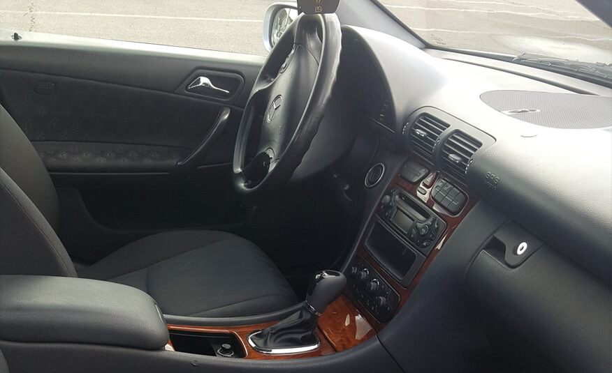 http://Mercedes%20C220%20(2001)%20cetrnaesta%20slika