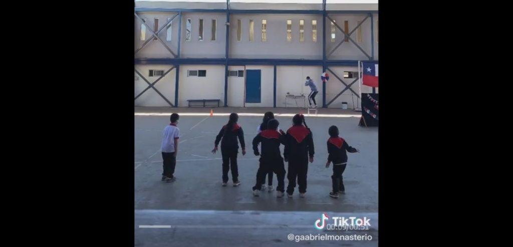 El juego del calamar en una escuela