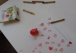 Distracție cu ștampile și creioane cerate