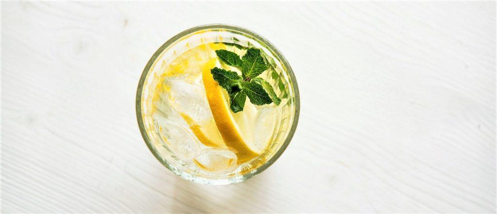 verre d'eau citron