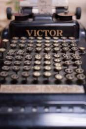Dutch Lady Antiques Typewriter